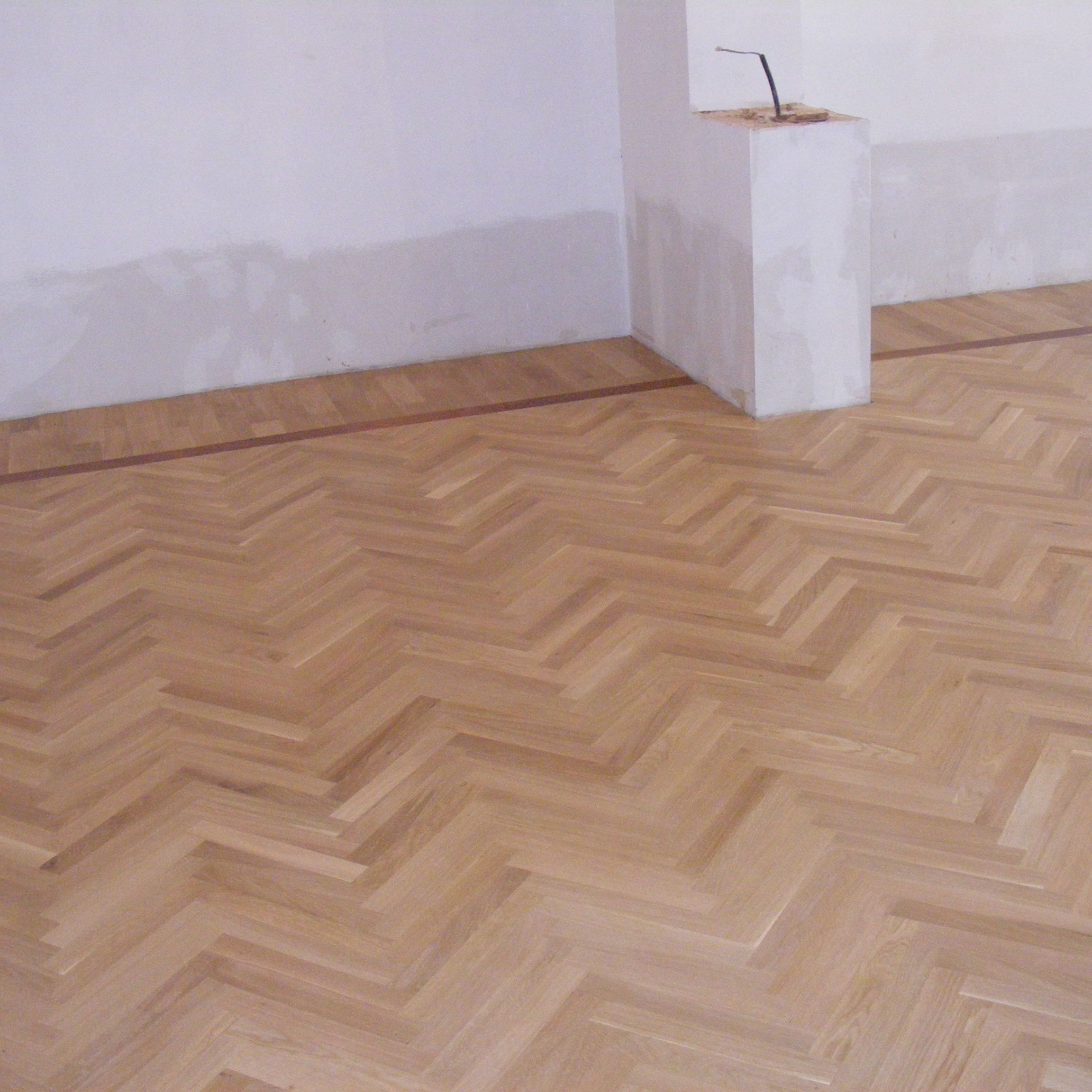 2.Herringbone oak flooring lacquered